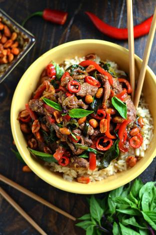 Thịt bò xào cay kiểu Thái
