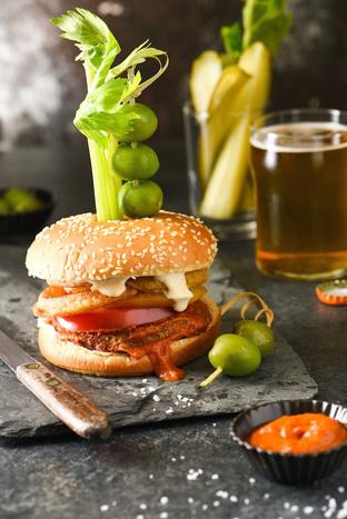 Bữa sáng no bụng với hamburger