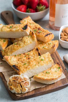 Bánh mì nướng tỏi cho bữa sáng