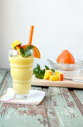 Bổ sung vitamin C với sinh tố cam dứa