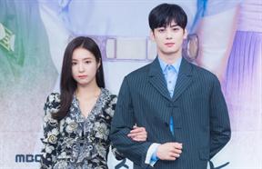 Nam thần Cha Eun Woo làm lu mờ Shin Se Kyung