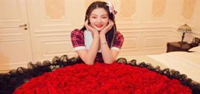 Song Hye Kyo  Trung Quốc được tặng bó hoa hồng khổng lồ
